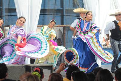 Folkloric Dancers 6