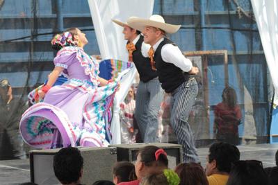 Folkloric Dancers 7
