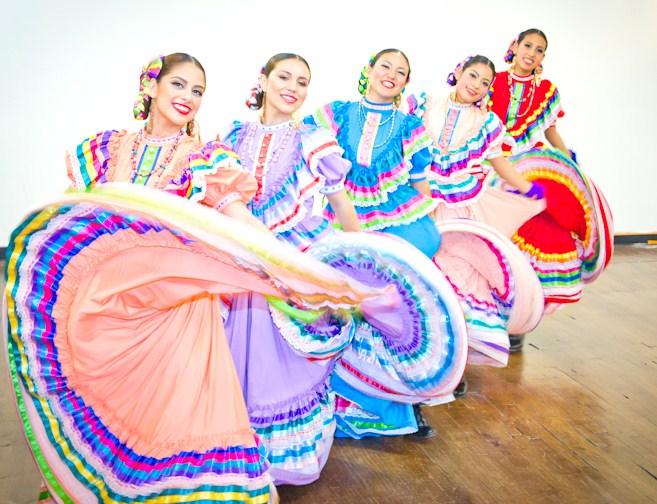 Folkloric Dancers 8